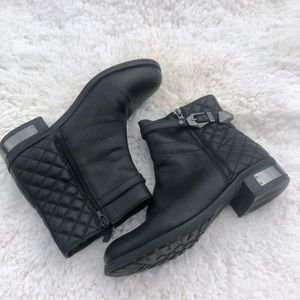 Black leather Vince Camuto boots